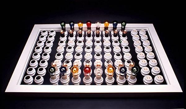 Electric Chess Set от Brent Blake - необычные шахматы для напряженных поединков