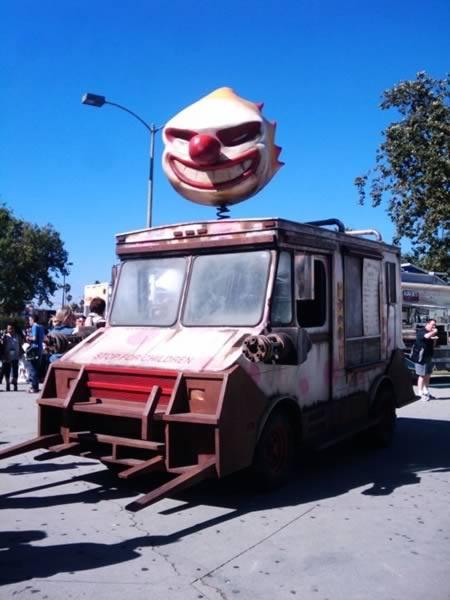 'Злобный' фургончик с мороженым в Нью-Йорке