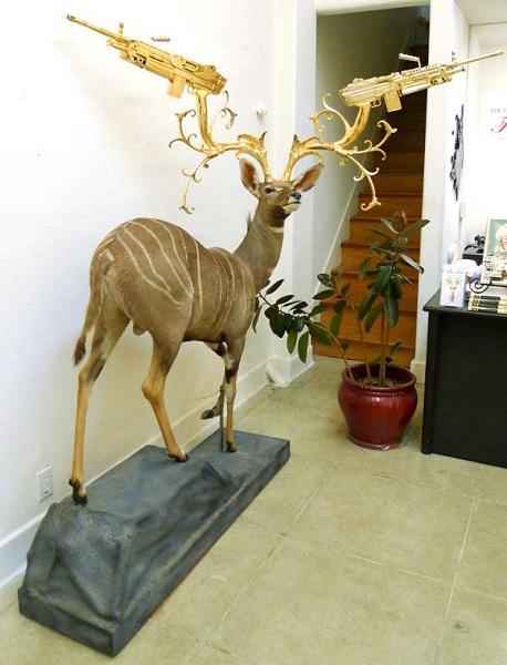 Чучело оленя с золотыми рогами от Peter Gronquist