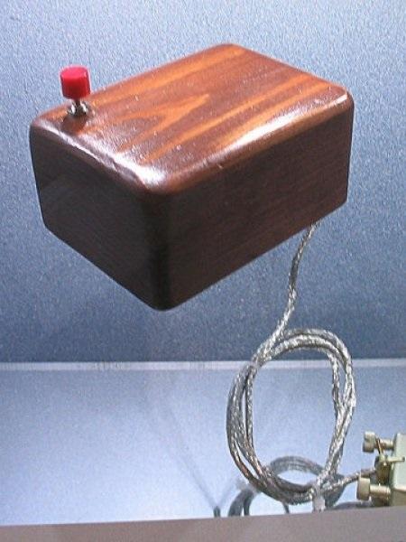 'Индикатор X-Y положения для системы отображения' 1964 года - простейшая модель компьютерной мыши от Douglas Engelbart