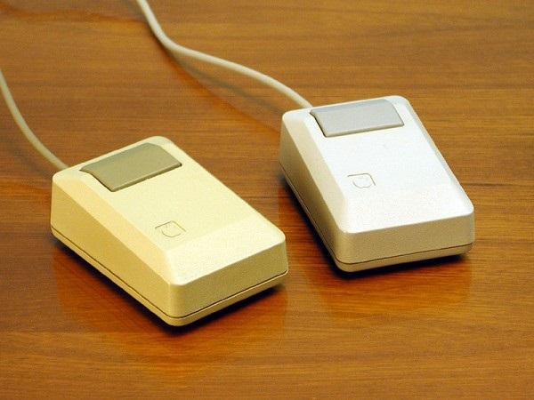 Однокнопочная компьютерная мышь от Apple