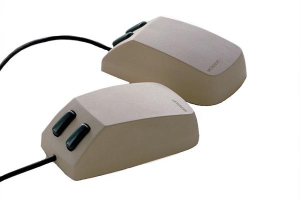 Первая компьютерная мышь с двумя кнопками - от Microsoft, 1983 год