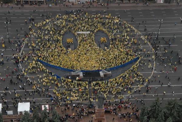 'Смайлик' от челябинцев - флешмоб-'улыбка' всему миру и Дм. Медведеву лично