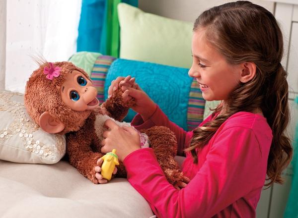 Интерактивная мягкая игрушка My Giggle Monkey – один из лучших новогодних подарков для девочек от 3 лет