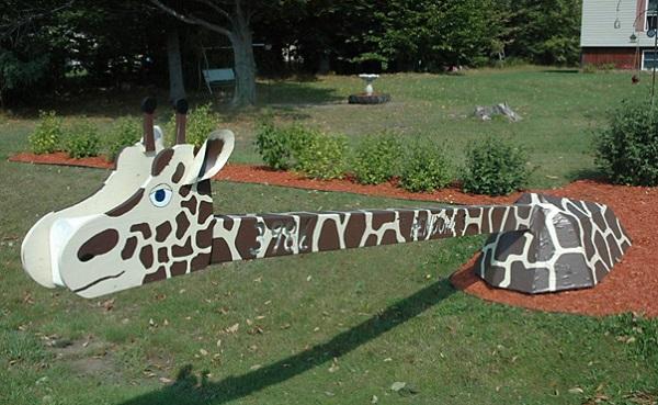 Креативно оформленный почтовый ящик-жираф для тех, кто не любит ждать