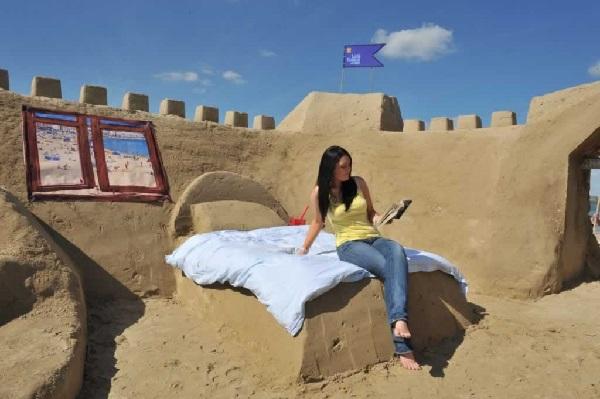 Sand Hotel в Великобритании