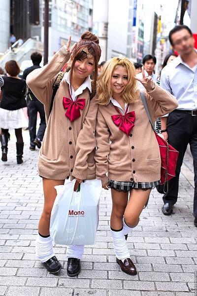 Секс с японскими шлольницами