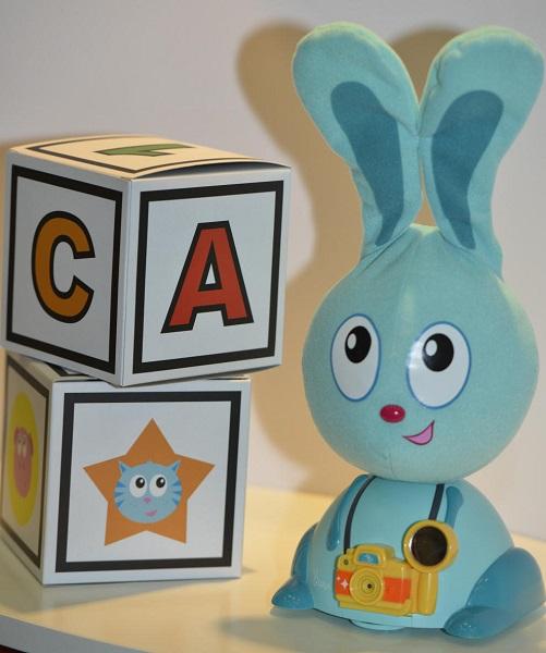 Интерактивный зайка JoJo See You Simon Says – одна из лучших обучающих игрушек-новогодних подарков для детей от 3 лет