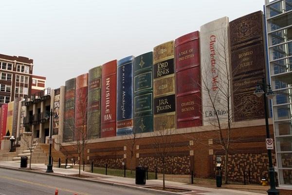 Уникальная архитектура здания публичной библиотеке в Канзасе