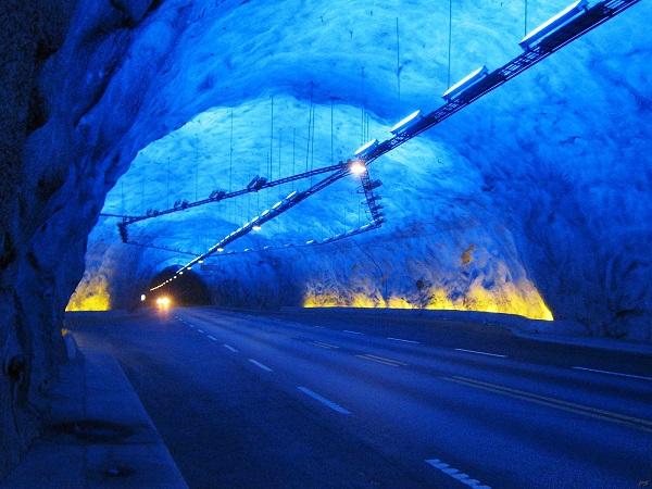 Laerdal - необычный тоннель в лучах искусственного рассвета