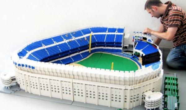 Модель Yanky Stadium, сделанная из Лего