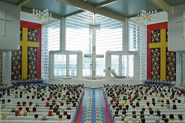 Abston Church of Christ - Лего-инсталляция от Amy Hughes