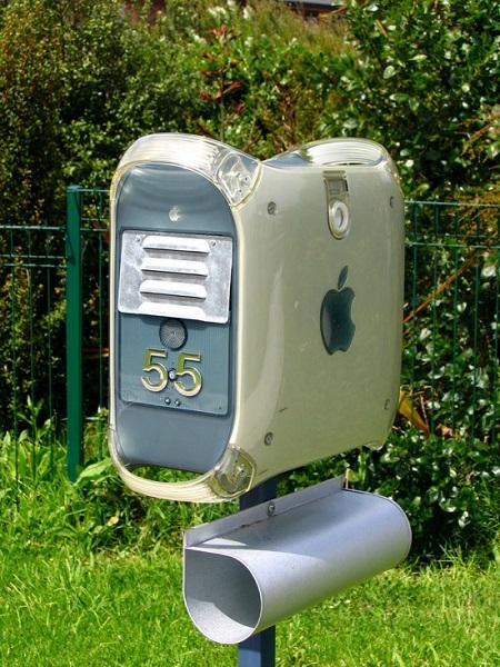 Креативно оформленный почтовый ящик в стиле Apple