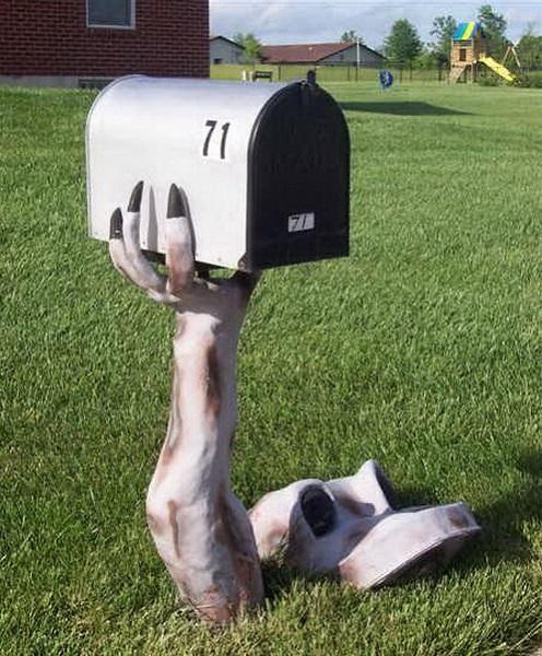Креативно оформленный почтовый ящик 'с того света'