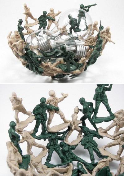Bowl Army Men – самодельная тарелка из старых игрушечных солдатиков от Whamodyne