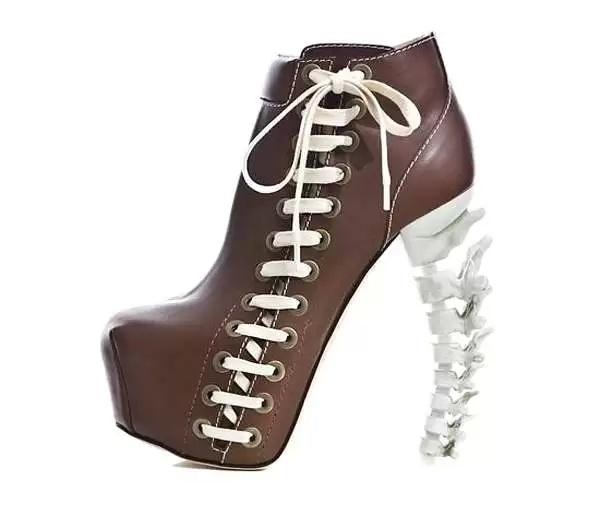 Ботильоны на 'костяных' каблуках от Dsquared - прикольные аксессуары для Хэллоуина, которые можно надеть в любой другой день