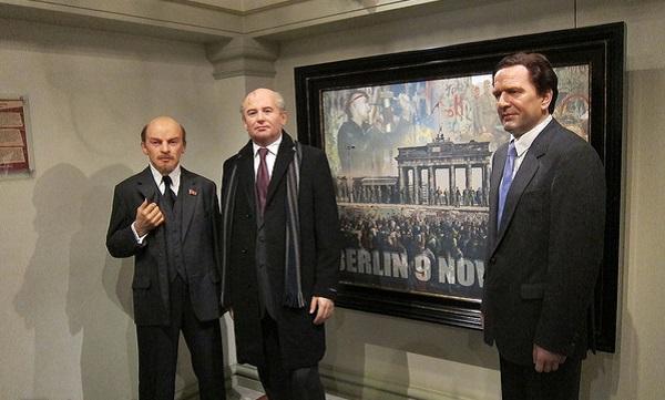 Восковые фигуры Ленина, Горбачева и Шредера в Madame Tussauds museum в Амстердаме