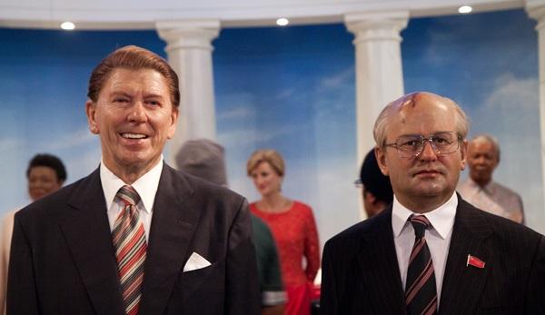 Восковые скульптуры Горбачева и Рейгана в нью-йоркском филиале Madame Tussauds museum