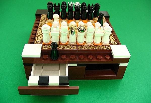Mini LEGO Chess Set - скромные шахматы ручной работы от Akunthita
