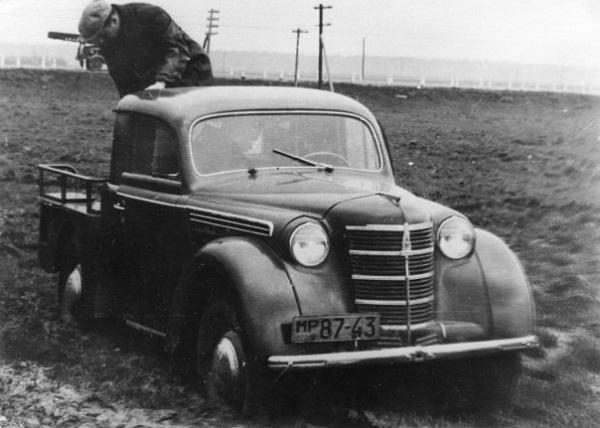 Экспериментальная модель пикапа - редкий автомобиль марки 'Москвич' 1947 года