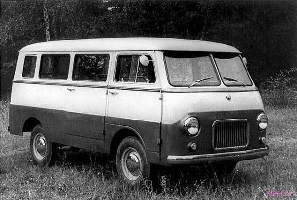 Единственный экземпляр экспериментального микроавтобуса 'Москвич-А9'