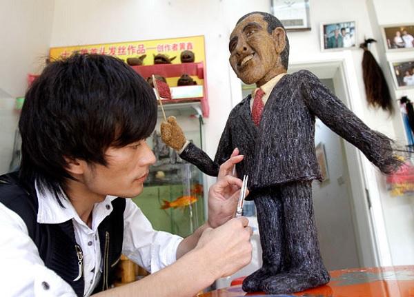 Скульптура Барака Обамы из человеческих волос от китайского парикмахера Huang Xin