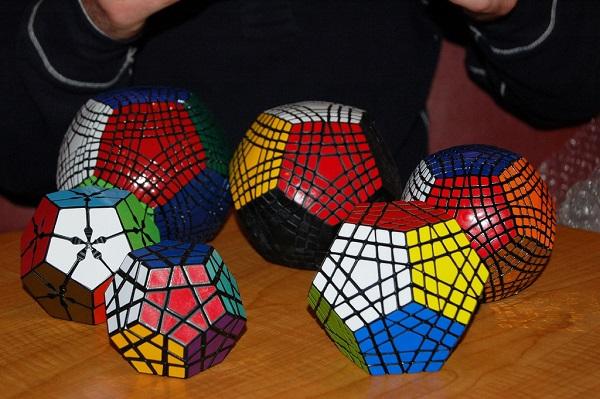 Додекаэдры Рубика из серии Petaminx - оригинальная версия знаменитой головоломки