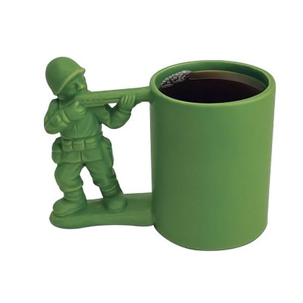 Керамическая кружка Army Guy Mug – полезная в быту вольная версия игрушечных солдатиков