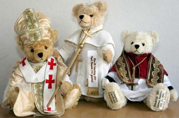 Мишки в костюмах католического духовенства от Hermann Teddy Bear