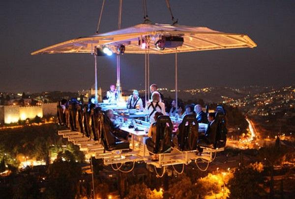 Необычный бельгийский ресторан Dinner In The Sky