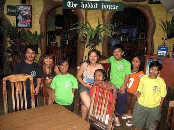 Необычный ресторан Hobbit House