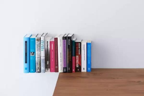 Extend - книжная полка-невидимка от Yasuko Furukawa