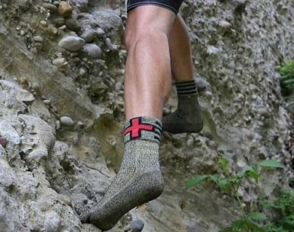 Swiss Protection Socks - необычные носки для согрева и защиты ног без обуви