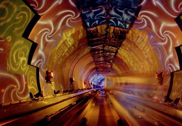 Тоннель-галерея в шанхайском метро