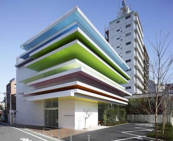 Необычное здание банка Sugamo Shinkin Bank