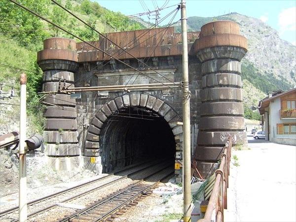 Въезд в комплекс тоннелей Fréjus Rail Tunnel