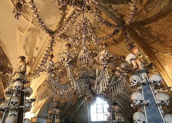 Kostnice v Sedlci - необычная церковь, декорированная человеческими костями