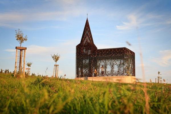 Z-OUT - прозрачная церковь в Бельгии