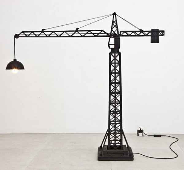 настольная лампа в форме башенного крана