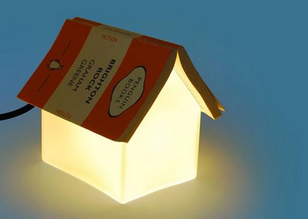 Оригинальная лампа с книжкой вместо крыши