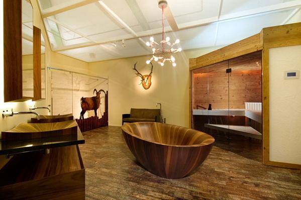 Потрясающая ванна из дерева