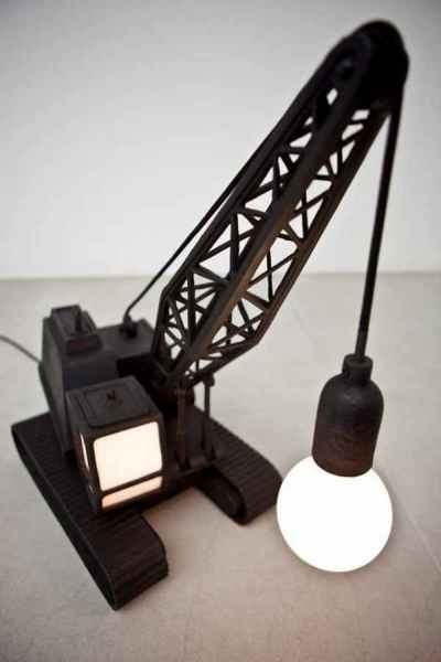 Светильник в форме башенного крана