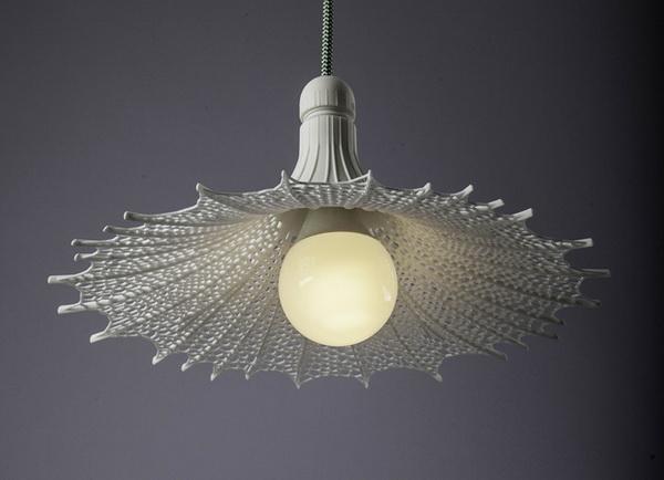 Оригинальный светильник из твердого полимера