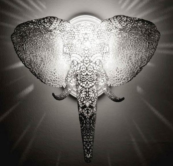 Светящаяся голова слона.