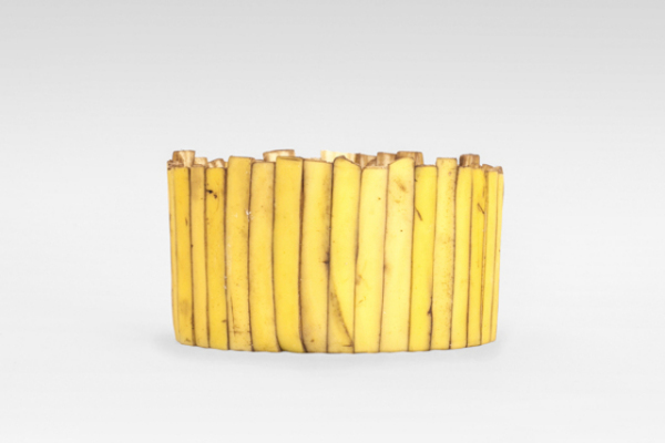 Тарелка из банановой кожуры