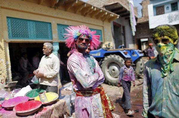 Фестиваль Lathmar Holi
