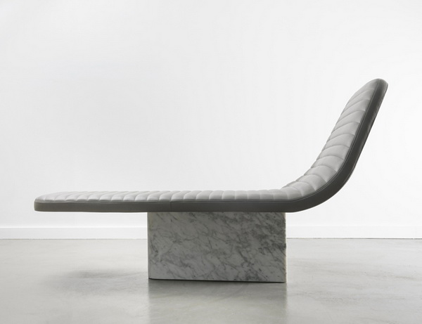 Оригинальное кресло из мрамора