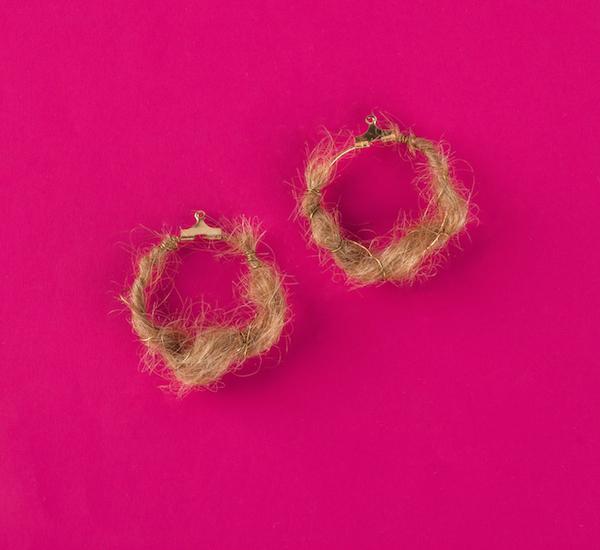 Серьги из человеческих волос.