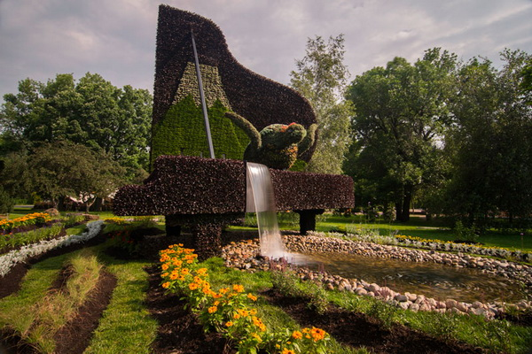 Выставка скульптур из однолетних кустов в Монреале