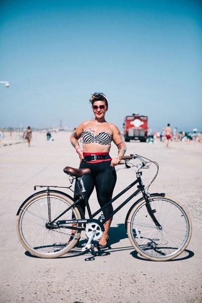 Американская велосипедистка.